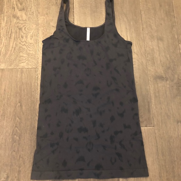 💵 SOLD 📌3 for $25!  Babaton tank